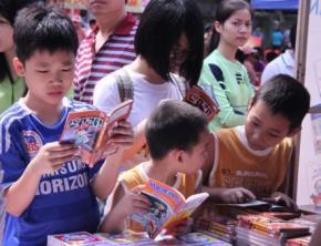 Trẻ em tại Ngày hội sách và văn hoá đọc ở Văn Miếu - Quốc Tử Giám (HN). Ảnh: H.K.A