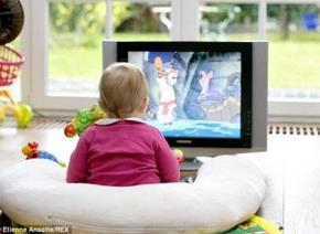 Vì sao trẻ dưới 3 tuổi không nên xem ti vi?