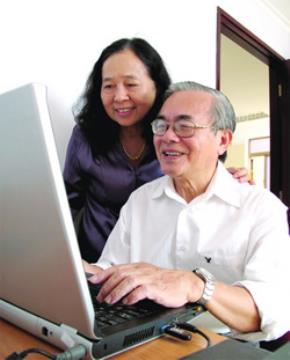 Vợ chồng GS Phan Đình Diệu tại tư gia - Ảnh: Thanh Đạm