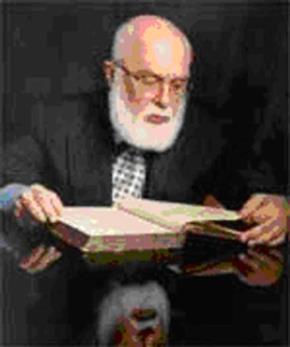 Nhà nghiên cứu và ảo thuật gia James Randi đang nghiên cứu bản Tiên tri năm 1671 của Nostradamus