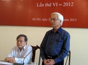 TS Chu Hảo và GS.TS Nguyễn Trọng Chuẩn trao đổi với các phóng viên xung quanh giải thưởng.